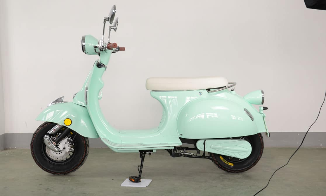 Etalian scooter onbewerkt